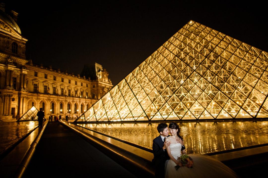 パリの夕暮れとルーヴルのナイトウェディングフォト